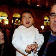 Los ahora acusados Rosario Porto y Alfonso Basterra con Asunta todavía bebé en una fotografía de archivo. PACO RODRÍGUEZ