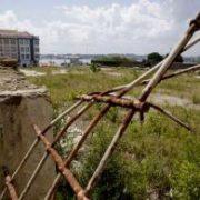 La parcela donde la promotora quiere construir viviendas tiene una superficie aproximada de 3.500 metros cuadrados. CÉSAR TOIMIL